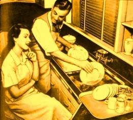 femei barbati spaland vasele