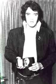 Elvis si insigna sa de la DEA