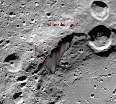 structura de pe Luna photoshopata
