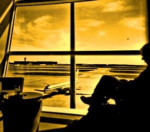 Un bărbat dintr-un univers paralel ateriză în Japonia, având la el un paşaport emis de o ţară europeană inexistentă!