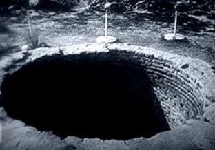 """""""Gaura diavolului"""", locul care ar avea adâncime infinită şi ar învia animale moarte"""