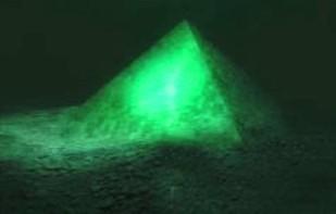 O piramidă de cristal a fost descoperită pe fundul Oceanului Atlantic în zona Triunghiului Bermudelor?