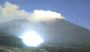 Lumini incredibil de puternice şi OZN-uri bizare au fost observate în jurul unui vulcan activ din Japonia
