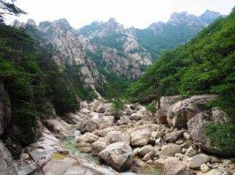 Munții de diamant din Coreea de Nord: Cascada celor nouă dragoni, Valea jaspului curgător, Lacul celor trei zile...
