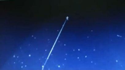 Observatorul NASA SOHO a surprins în spaţiul cosmic cum un OZN ţinteşte cu o rază laser un alt OZN