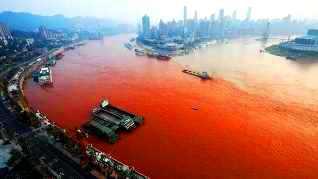 Yangtze, cel de-al treilea fluviu din lume, s-a transformat în roşu, asemenea sângelui! Apocalipsa lui Ioan pare că se împlineşte...