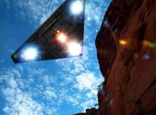 TR-3B, nava spaţială ultrasecretă care îşi schimbă forma şi care e capabilă de călătorii interstelare