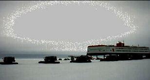 Un nou videoclip şocant pe cerul Antarcticii: gaură de vierme, portal al timpului sau altceva?