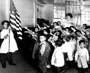 """Ştiaţi că... Hitler a furat salutul american, cel cu mâna dreaptă ridicată în faţă, pentru a-l transforma în salutul nazist """"Heil Hitler""""?"""