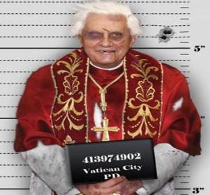 Ştirea cu papa şi regina care ar trebui să facă 25 de ani închisoare...încă o nouă farsă care i-a păcălit pe mulţi naivi