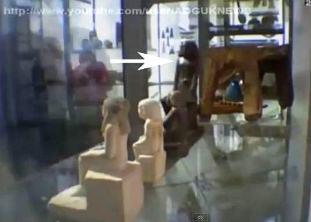 statuie egipteana in muzeu