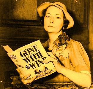 """La apariţia celebrei cărţi """"Pe aripile vântului"""" de Margaret Mitchell, criticii americani au considerat-o foarte slabă! Halal """"specialişti""""..."""