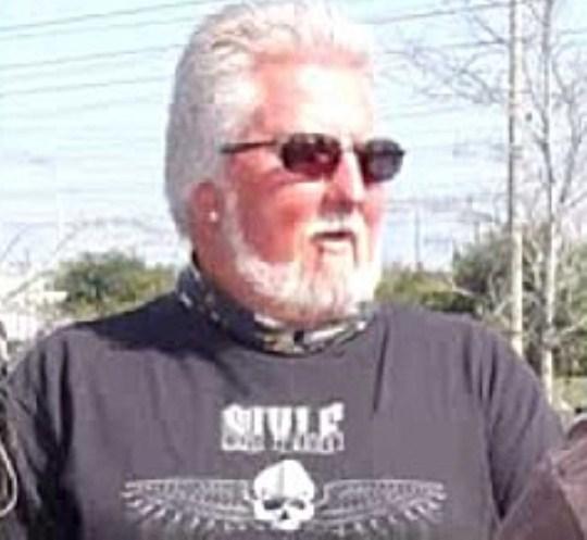 John Vernon, inversul lui Elvis