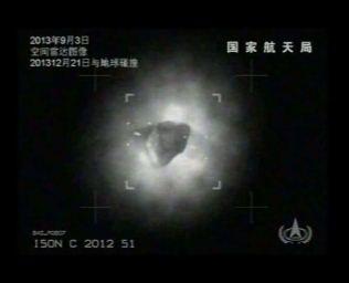 doua obiecte misterioase langa cometa ISON