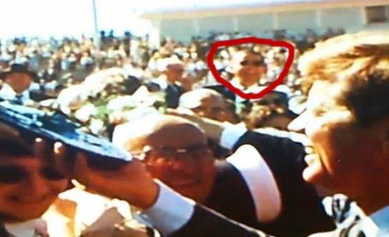 O poză şocantă arată că Obama ar fi călătorit în timp pentru a se întâlni cu fostul preşedinte Kennedy!