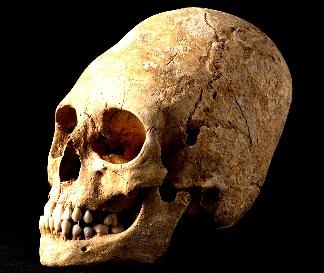 Arheologii din Franţa au descoperit un misterios craniu alungit de om. Aceste cranii alungite ar fi putut fi realizate prin inginerie genetică! De către cine? De extratereştri?