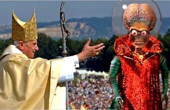 """Un fost membru iezuit al Serviciului de Informaţii al Vaticanului spune că de 60 de ani Biserica Catolică şi papa lucrează cu o rasă de """"extratereştri nordici"""", care au devenit creştini! Incredibil!"""