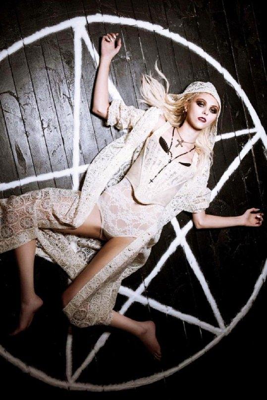 Taylor Momsen 2