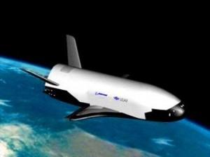 """X-37B, avionul spaţial fără pilot al Forţelor Aeriene Americane, e plin de secrete! Zboară de 500 de zile în jurul Pământului şi nimeni nu-i cunoaşte misiunea! Se spune că ar fi """"dotat"""" cu focoase nucleare, putând lovi orice punct de pe glob..."""
