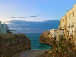 Polignano a Mare, una dintre cele mai frumoase aşezări din lume! Privelişti incredibile, atmosferă paradisiacă! Dacă sunteţi în Italia, să nu rataţi această destinaţie!