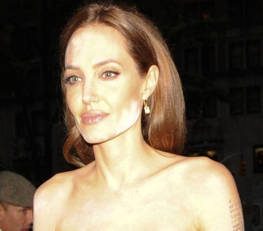 Angelina Jolie pudra alba