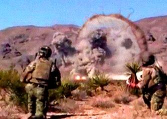 Un videoclip de pe YouTube susţine că a surprins momentul în care o gigantică creatură extraterestră, asemănătoare unei meduze, s-a prăbuşit în deşert, fiind distrusă de avioanele militare americane!