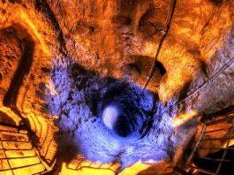"""Oraşul subteran secret de sub """"Valea Morţii""""... Ce rasă misterioasă locuia aici în vechime? Poporul şarpelui? Incredibile artefacte de aur au fost descoperite aici, dar apoi au fost ascunse!"""