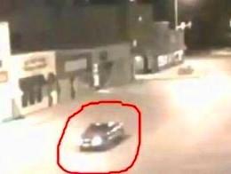 """Şocant! Într-un videoclip recent, o maşină este """"teleportată"""" într-o altă dimensiune, după ce e învăluită de o lumină orbitoare!"""