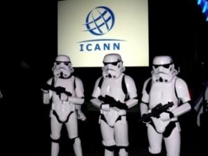 Doar 14 oameni din întreaga lume deţin cheile Internetului! Ei pot oricând să distrugă tot Internetul! Cine sunt şi cine-i controlează?