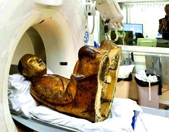 Descoperire incredibilă într-o statuie a lui Buddha: în ea a fost găsită mumia unui călugăr budist!
