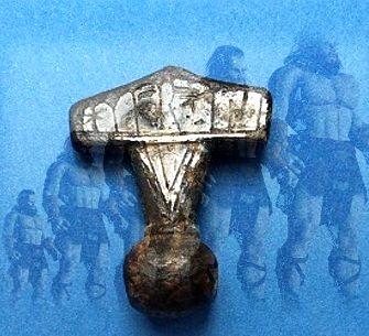 """Un artefact enigmatic - ciocanul lui Thor - şi legătura sa spectaculoasă cu """"uriaşii din Biblie""""! N-o să vă vină să credeţi!"""