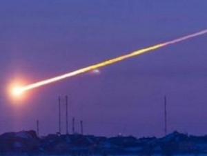 O minge de foc strălucitoare a fost văzută căzând din cer în India... Printre rămăşiţele ei, s-ar fi găsit un vas de aluminiu! Dovada prezenţei extraterestre!?
