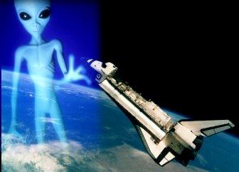 """Un fost angajat NASA face o mărturie şocantă: """"Am văzut cum doi astronauţi americani s-au întâlnit cu un extraterestru înalt de 3 metri!"""" Se confirmă astfel existenţa unui acord secret între guvernul SUA şi extratereştri!"""