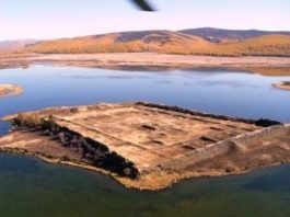 În Siberia, în mijlocul unui lac, se află o structură misterioasă, pentru care oamenii de ştiinţă nu găsesc nicio explicaţie!