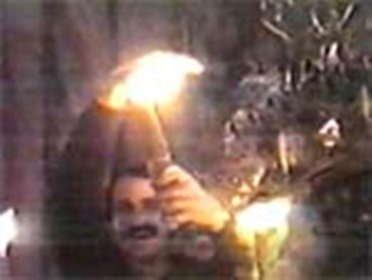 Focul Sfant nu arde nici mainile unui credincios...