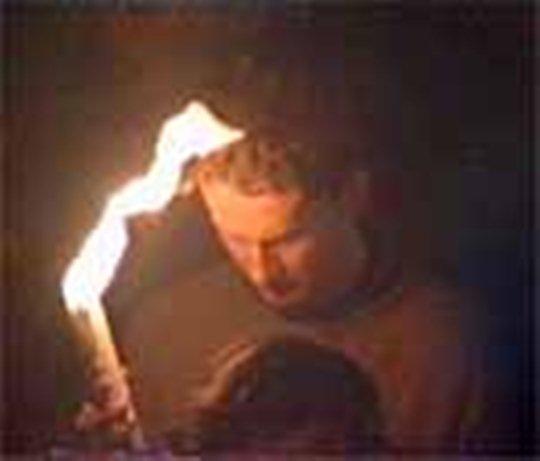 Nici macar parul nu e atins de Focul Sfant!