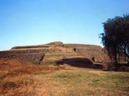 Aceasta este cea mai veche piramidă din lume: piramida circulară Cuicuilco din Mexic! Are 8.000 de ani vechime! Şi în ea s-au mai descoperit şi nişte figurine misterioase!