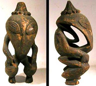 Iată cum arătau extratereştrii reptilieni în antichitate, care îşi puteau schimba forma! Ei au fost sculptaţi de localnicii din Noua Guinee, o insulă îndepărtată din Oceanul Pacific!