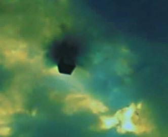 OZN forma de cub negru