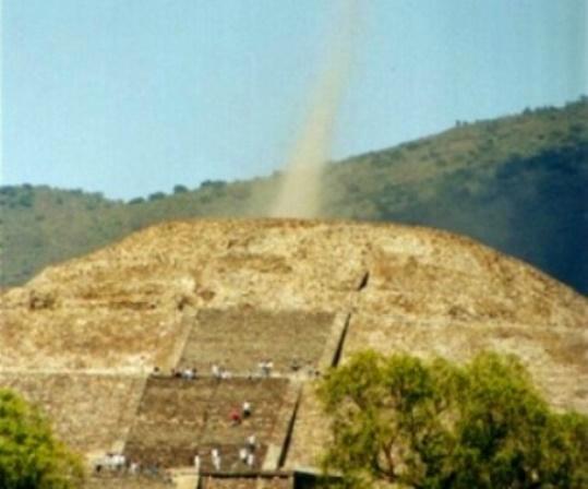 Piramida-Lunii-din-Teotihuacan1