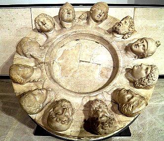 altarul 12 zei