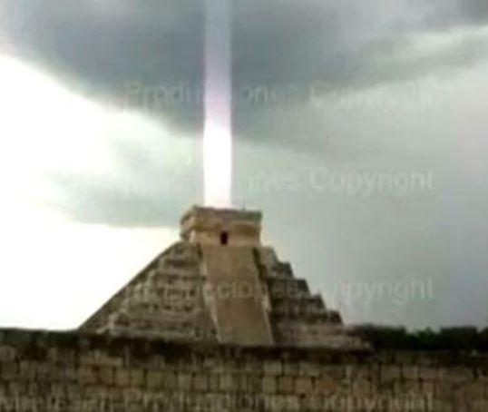raza-lumina-piramida-mayasa
