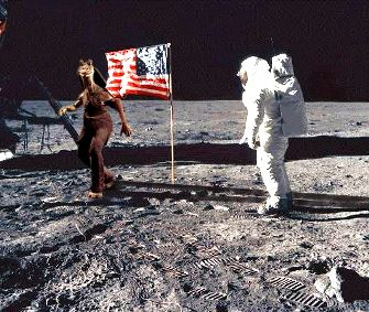"""Astronautul NASA Neil Armstrong: """"Am fost ameninţaţi de extratereştri să nu mai călcăm pe Lună! Ei au nişte nave uriaşe şi ameninţătoare!"""""""