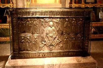 Giulgiul din Oviedo, unul din artefactele misterioase ale omenirii! Se zice că acesta ar fi pânza cu care a fost acoperit capul lui Iisus Hristos, după crucificare!