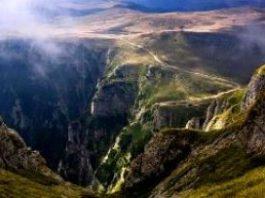 """Misterioasele cutremure din Munţii Bucegi! Care au fost cauza lor: tunelurile secrete de sub Bucegi, energiile misterioase din munţi sau """"laboratoarele subterane"""" ale unei civilizaţii extraterestre?"""