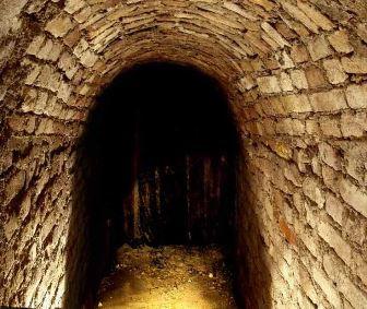 """Tunelurile secrete din Călăraşi, ce trec sub Dunăre: nu se ştie care civilizaţie le-a construit, dar ele posedă proprietăţi energetice """"ameţitoare""""!"""