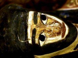 Într-o piramidă egipteană ar fi fost găsită o mumie extraterestră reptiliană, împreună cu artefacte necunoscute - descoperire ascunsă încă de guvernul din Egipt! Care-i adevărul?