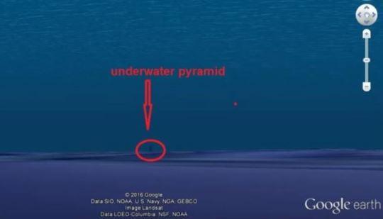 piramida submarina