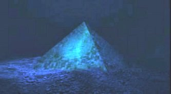 Descoperire epocală: Google Earth a dezvăluit două piramide gigantice situate pe fundul Oceanului Atlantic, lângă New York! Şi se pare că ele sunt situate pe aceeaşi linie cu Piramida Soarelui din Mexic şi cu marea piramidă egipteană...