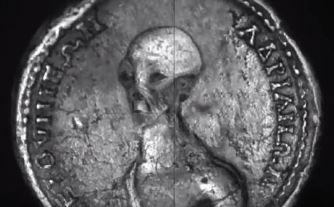 În Egipt, au fost descoperite din greşeală câteva monede misterioase necunoscute! În ele apare chipul unui extraterestru foarte bătrân!